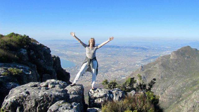 Marjan boven op Tafelberg Kaapstad Zuid-Afrika Rondreis Op Maat Specialist